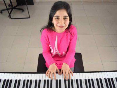 Piyano Kursunda Eğitim Gören Kız